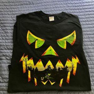 Scary Halloween shirt! Great graphics.